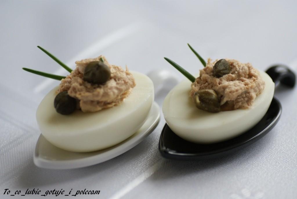 Jajka_faszerowane_tuńczykiem_i_kaparami_To_co_lubie_gotuje_i_polecam