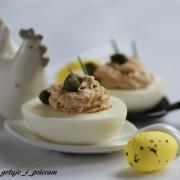 Jajka faszerowane tuńczykiem i kaparami