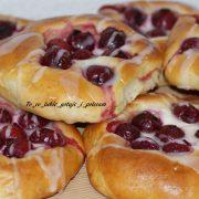 Wiśniowe bułeczki z serem