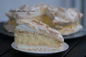 Tort bezowy z ajerkoniakiem