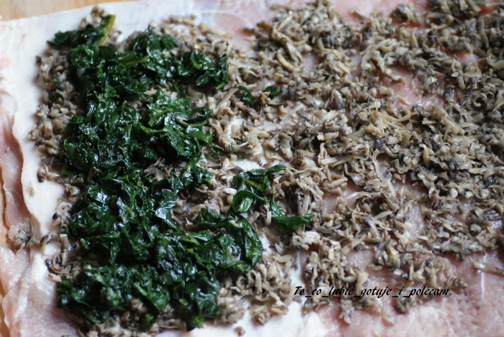 Schab faszerowany szpinakiem i pieczarkami