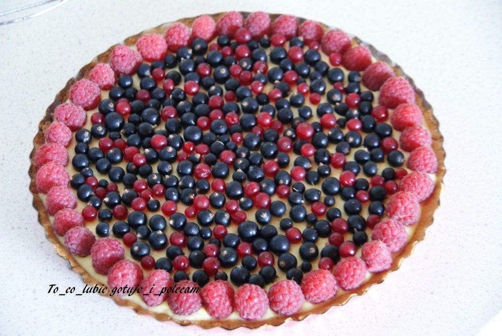 tarta z owocami i biala czekolada